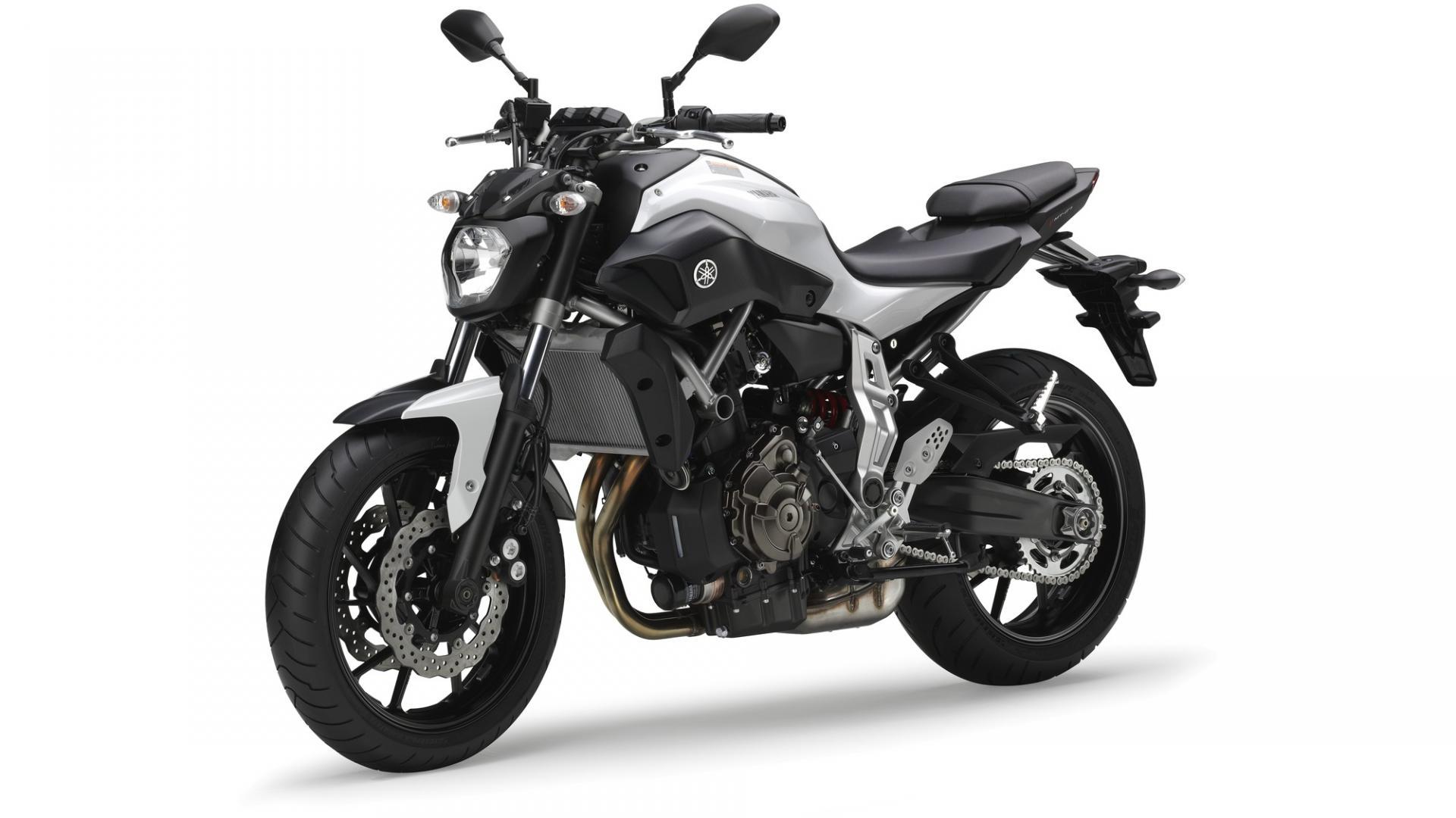 1 Yamaha MT07 (700cm3)     (régul A2-A)